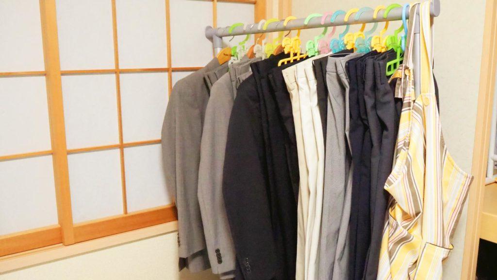 Rさん部屋スーツラック